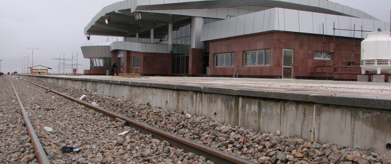 اجرای عملیات ساختماني ، تأسيساتي و محوطه سازي ايستگاه راه آهن اقليد
